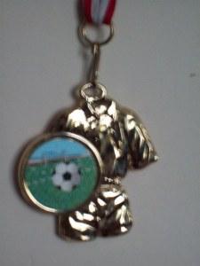 Médaille tenue foot